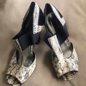 Gently used Vince Canute heels size 7B/37
